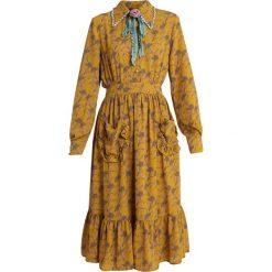 Sister Jane CHAMOMILE RETROSPECT DRESS Sukienka koszulowa dark yellow/black. Żółte sukienki Sister Jane, l, z materiału, z koszulowym kołnierzykiem, koszulowe. Za 409,00 zł.
