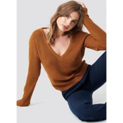 NA-KD Sweter z głębokim dekoltem V - Brown. Niebieskie swetry klasyczne damskie marki NA-KD, z satyny. Za 121,95 zł.
