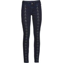 Dżinsy SKINNY ze sznurowaniem bonprix ciemny denim. Zielone jeansy damskie marki bonprix, w kropki, z kopertowym dekoltem, kopertowe. Za 69,99 zł.