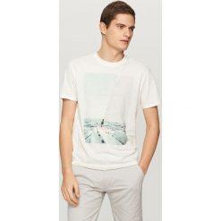 T-shirty męskie: T-shirt z żeglarskim nadrukiem – Kremowy