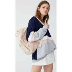Bluza z panelami. Niebieskie bluzy damskie marki Pull&Bear. Za 89,90 zł.