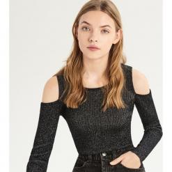 Sweter z odkrytymi ramionami - Srebrny. Szare swetry klasyczne damskie Sinsay, l. Za 49,99 zł.