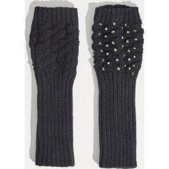 Rękawiczki bez palców - Czarny. Czarne rękawiczki damskie Sinsay. Za 14,99 zł.
