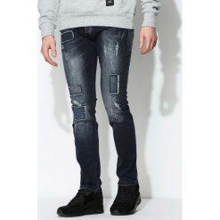 Granatowe Jeansy Earn. Czarne jeansy męskie z dziurami marki Born2be, l, z aplikacjami, z dresówki. Za 49,99 zł.