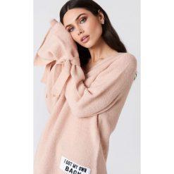 Rut&Circle Sweter dzianinowy Winnie - Pink. Zielone swetry klasyczne damskie marki Rut&Circle, z dzianiny, z okrągłym kołnierzem. Za 121,95 zł.