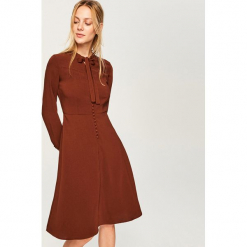 Sukienka w stylu retro - Brązowy. Brązowe sukienki Reserved, retro. Za 139,99 zł.