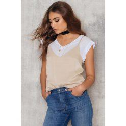 Koszule body: NA-KD Trend Krótka koszula z dekoltem w kształcie litery V - Beige
