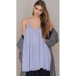 NA-KD Boho Szyfonowa sukienka na cienkich ramiączkach - Purple. Niebieskie sukienki boho marki NA-KD Boho, na imprezę, w koronkowe wzory, z koronki, na ramiączkach, mini. W wyprzedaży za 36,59 zł.
