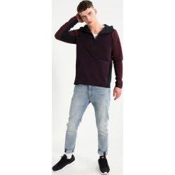 Nike Sportswear TECH Bluza z kapturem port wine/port wine/black. Czerwone bluzy męskie rozpinane marki Nike Sportswear, m, z bawełny, z kapturem. W wyprzedaży za 351,20 zł.