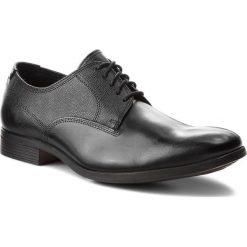 Półbuty CLARKS - Gilmore Walk 261348607 Black Leather. Czarne derby męskie Clarks, z materiału. W wyprzedaży za 359,00 zł.