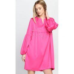 Fuksjowa Sukienka Saving Grace. Różowe sukienki mini marki numoco, l, z dekoltem w łódkę, oversize. Za 84,99 zł.