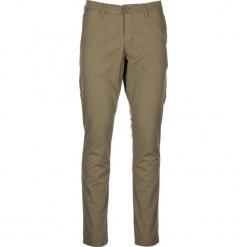 """Spodnie chino """"Classic"""" - Regular fit - w kolorze khaki. Brązowe chinosy męskie Mustang, w paski. W wyprzedaży za 152,95 zł."""