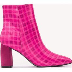 Botki damskie: NA-KD Shoes Botki we wzory na średnim obcasie – Pink,Multicolor