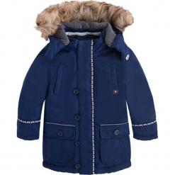 Kurtka w kolorze niebieskim. Niebieskie kurtki chłopięce zimowe marki Mayoral. W wyprzedaży za 174,95 zł.