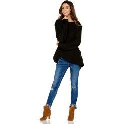 Modny sweter z łezką czarny NICOLE. Czarne swetry klasyczne damskie Lemoniade, z klasycznym kołnierzykiem. Za 149,90 zł.