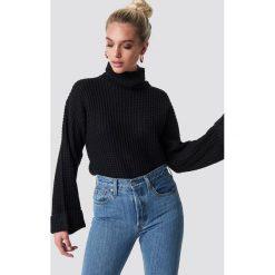 NA-KD Krótki sweter - Black. Czarne golfy damskie NA-KD, z dzianiny, z krótkim rękawem. Za 113,00 zł.