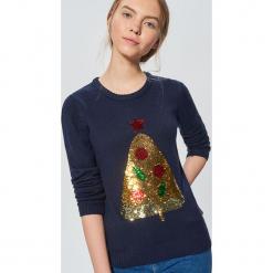Świąteczny sweter z cekinową aplikacją - Granatowy. Niebieskie swetry klasyczne damskie marki Cropp, l. Za 89,99 zł.