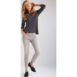 Mavi ADRIANA  Jeans Skinny Fit grey washed. Szare rurki damskie Mavi. W wyprzedaży za 242,10 zł.