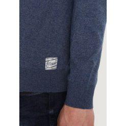 Swetry klasyczne męskie: Scotch & Soda AMS BLAUW CLASSIC Sweter lasso blue melange
