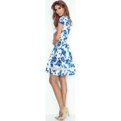 Giulia Sukienka midi z tiulowymi pasami - biała w niebieskie kwiatki. Białe sukienki marki morimia, s, w kwiaty, z tiulu, midi. Za 189,99 zł.