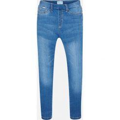 Mayoral - Jeansy dziecięce 128-167 cm. Niebieskie jeansy dziewczęce Mayoral, z aplikacjami, z bawełny. Za 114,90 zł.