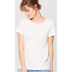 Swobodna koszulka - Biały. Białe t-shirty damskie marki Mohito, l. Za 29,99 zł.