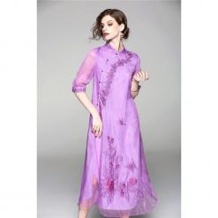 Sukienka w kolorze fioletowym. Fioletowe sukienki asymetryczne marki Zeraco, z asymetrycznym kołnierzem, midi. W wyprzedaży za 349,95 zł.