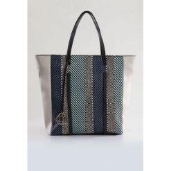 Torba z ozdobnym splotem. Szare torebki klasyczne damskie Monnari, ze skóry, zdobione. Za 99,60 zł.