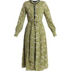 Sister Jane AMARANTH MIDI DRESS Sukienka koszulowa green/white. Zielone sukienki Sister Jane, s, z materiału, z koszulowym kołnierzykiem, midi, koszulowe. Za 359,00 zł.