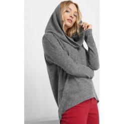 Lekki sweter z kołnierzem. Szare swetry klasyczne damskie marki Mohito, l, z asymetrycznym kołnierzem. Za 69,99 zł.