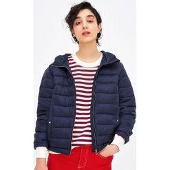 Pikowana kurtka z kapturem. Zielone kurtki damskie pikowane marki Pull&Bear, z kapturem. Za 79,90 zł.