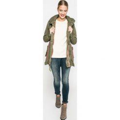 Wrangler - Jeansy. Niebieskie jeansy damskie rurki Wrangler, z bawełny. W wyprzedaży za 299,90 zł.