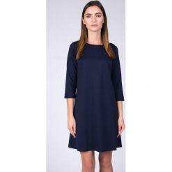 Długie sukienki: Granatowa trapezowa sukienka QUIOSQUE