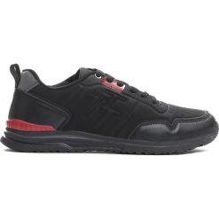 Czarne Buty Sportowe Straight Ahead. Czarne halówki męskie marki Asics, do piłki nożnej. Za 99,99 zł.