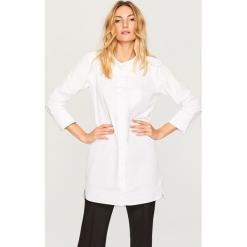 Koszulowa sukienka - Biały. Białe sukienki marki Reserved, l, z dzianiny. Za 119,99 zł.