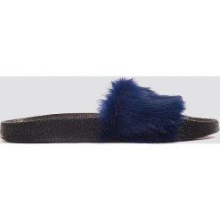 Kapcie damskie: NA-KD Shoes Kapcie Fluffy – Navy