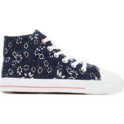Wysokie trampki w kwiaty 26-39. Szare buty sportowe dziewczęce La Redoute Collections, w kwiaty, z materiału, na sznurówki. Za 70,52 zł.