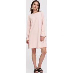 Różowa Sukienka Hear It. Różowe sukienki mini marki numoco, l, z dekoltem w łódkę, oversize. Za 69,99 zł.