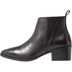Levi's® GAIA Ankle boot regular black. Czarne botki damskie na zamek Levi's®, z materiału. Za 389,00 zł.