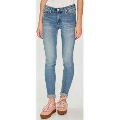 Calvin Klein Jeans - Jeansy 001. Niebieskie boyfriendy damskie Calvin Klein Jeans. Za 399,90 zł.