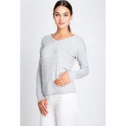 Szary sweter basic z dekoltem w serek QUIOSQUE. Szare swetry klasyczne damskie marki QUIOSQUE, uniwersalny, z dzianiny, z dekoltem w serek. W wyprzedaży za 49,99 zł.