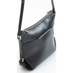 Podłużna torebka na regulowanym pasku - Czarny. Czarne torebki klasyczne damskie Reserved. Za 99,99 zł.