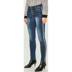 Answear - Jeansy. Niebieskie jeansy damskie ANSWEAR, z bawełny, z podwyższonym stanem. Za 129,90 zł.