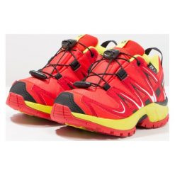 Salomon XA PRO 3D CSWP  Obuwie do biegania Szlak fiery red/sulphur spring/black. Czerwone buty do biegania damskie marki Salomon, z gumy. W wyprzedaży za 239,20 zł.