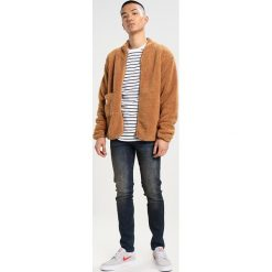 New Look DIRTY TINT TWIST SEAM Jeansy Slim Fit navy. Czarne jeansy męskie marki New Look, z materiału, na obcasie. W wyprzedaży za 170,10 zł.
