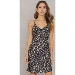 Sukienki hiszpanki: Rebecca Stella Krótka satynowa sukienka – Brown,Multicolor