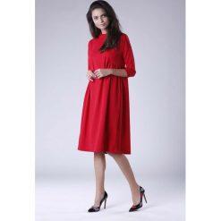 Czerwona Oversizowa Casualowa Sukienka z Dekoracyjnym Marszczeniem. Czerwone sukienki hiszpanki Molly.pl, na co dzień, l, casualowe, midi, oversize. Za 119,90 zł.