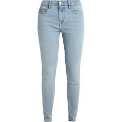 Calvin Klein Jeans HIGH RISE SKINNY Jeans Skinny Fit bowie blue stretch. Niebieskie jeansy damskie relaxed fit Calvin Klein Jeans. Za 449,00 zł.