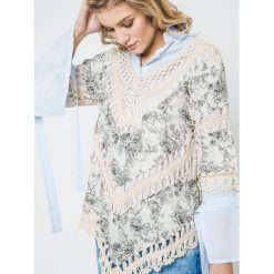 Bluzki damskie: Bluzka z nadrukiem kwiatowym zdobiona szydełkowymi wstawkami beżowa