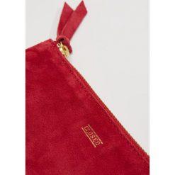 CLOSED POUCH Portfel rio red. Czerwone portfele damskie marki CLOSED. Za 419,00 zł.